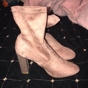 Hot kiss booty heel